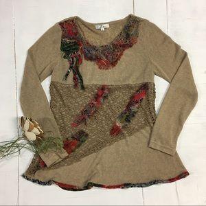 Zba   funky fun multi-media thin sweater/shirt